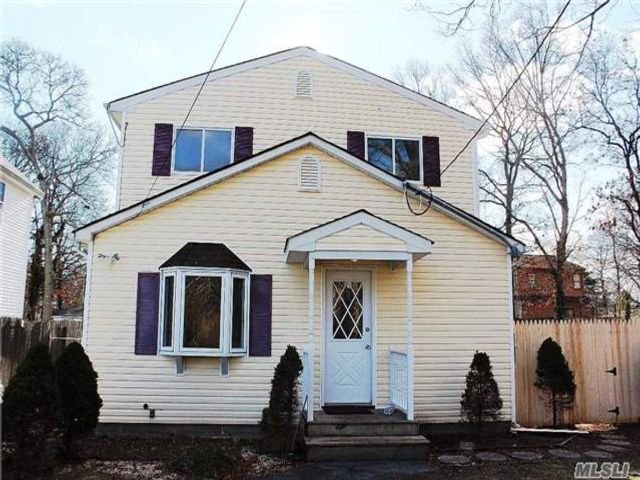 5 BR,  2.50 BTH  Colonial style home in Mastic